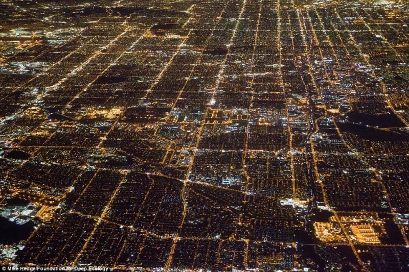 Vista notturna del centro di Los Angeles: la domanda di energia è incalcolabile