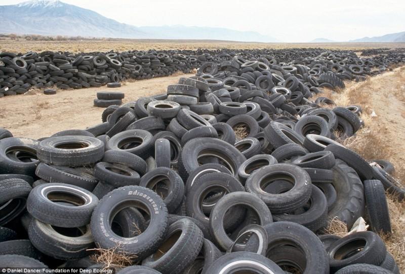 Discarica di pneumatici nel deserto del Nevada