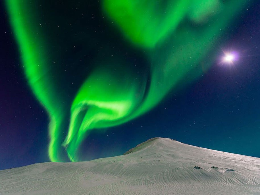 Dancing With The Moon - Iceland